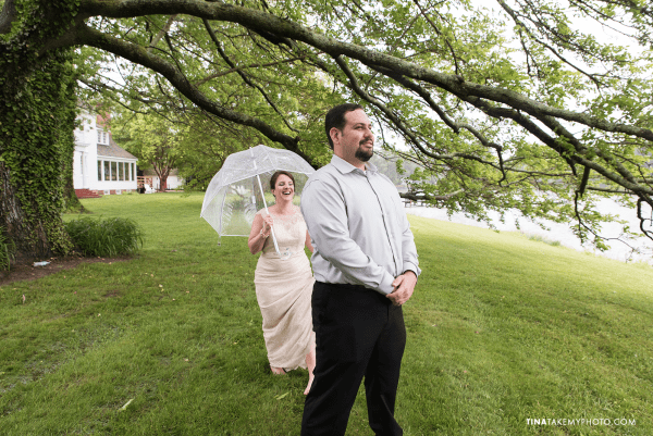 ridge-maryland-md-rainy-spring-wedding-photographer-winery-slack-woodlawn-clear-bubble-umbrella-lake-outdoor-spring-romantic-bride-groom-first-look-trt_0634