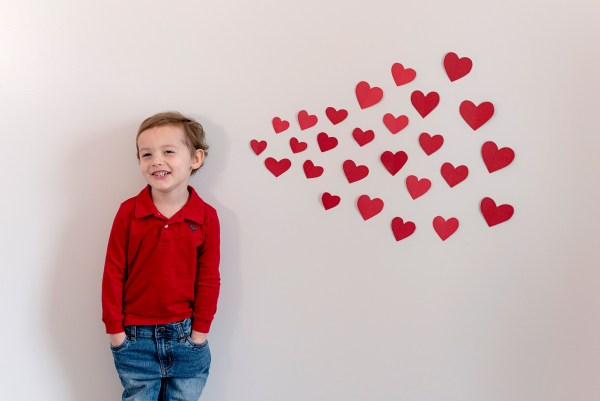 valentine's day blowing paper heart kisses diy