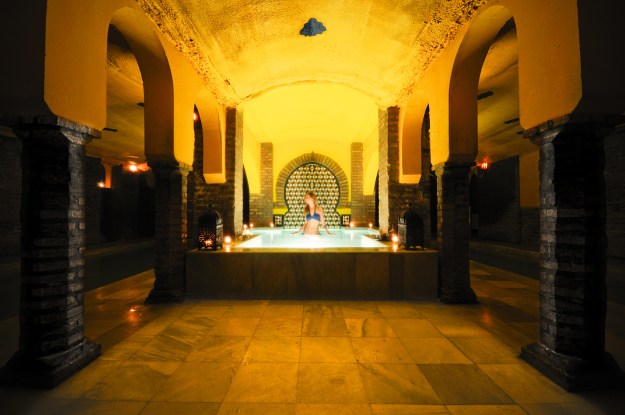 Traditional Arabic baths and walking tour in Seville
