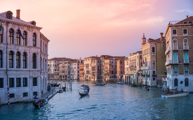 sk your guests for a gift experience in italy