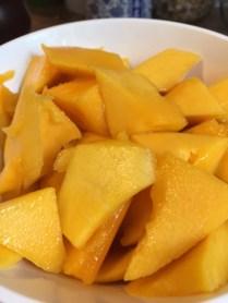 Mango-Spinat-Smoothie_gestückelte_Mango