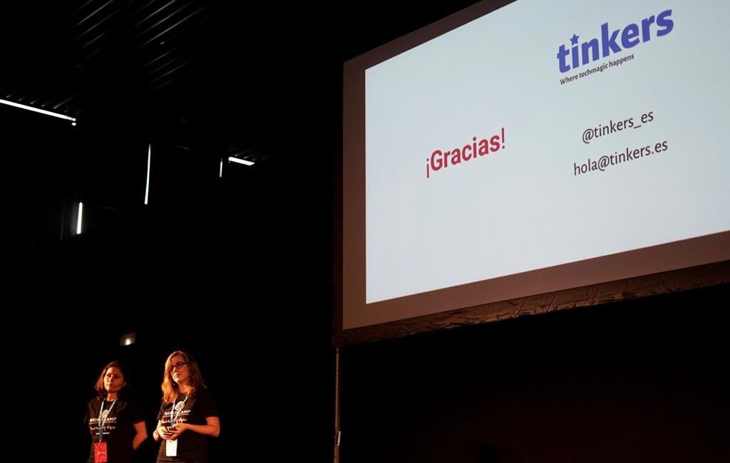 Alicia y Paloma dando una charla en WordCamp Madrid 2019