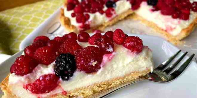 Krehký pudingový koláč s ovocím