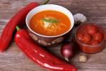 Krémová polievka z pečených paprík a syrom Manchego