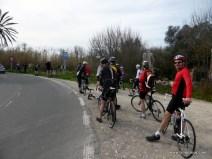 Schon nach wenigen Kilometern die erste Pause - es muss am Rad nachjustiert werden