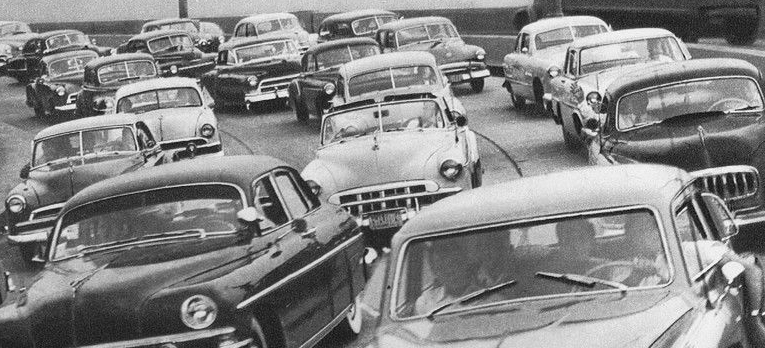 Black and white photo of 1950s traffic jam