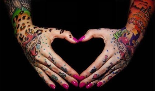 Fotos de tatuagens nas mãos e dedos (14)