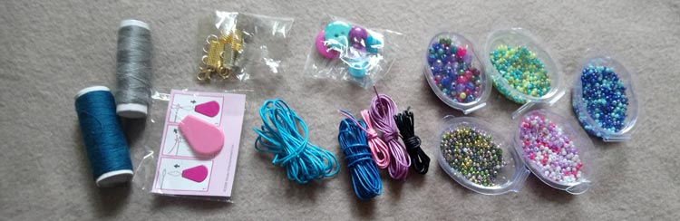 The accessories that come with the X Loom