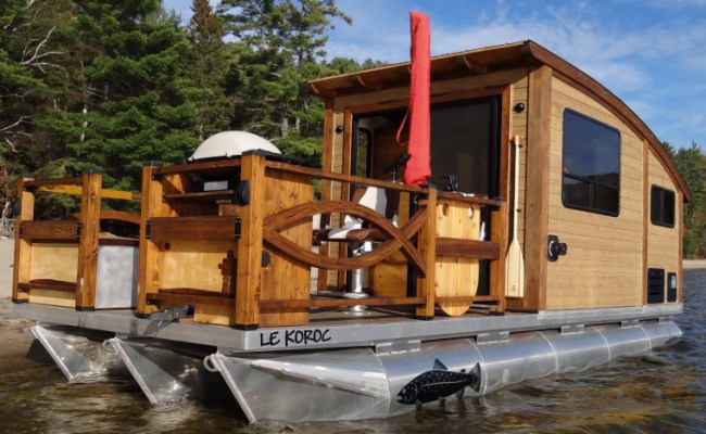 Floating Tiny Houseboats Allow You To Have A Vacation On