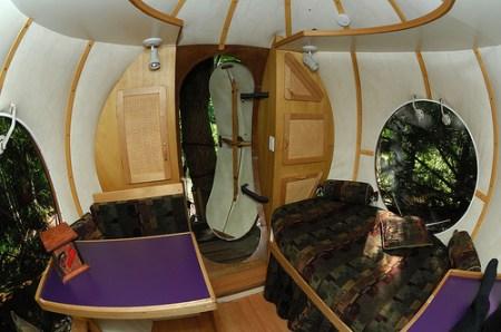 sperical-tree-house-interior-2