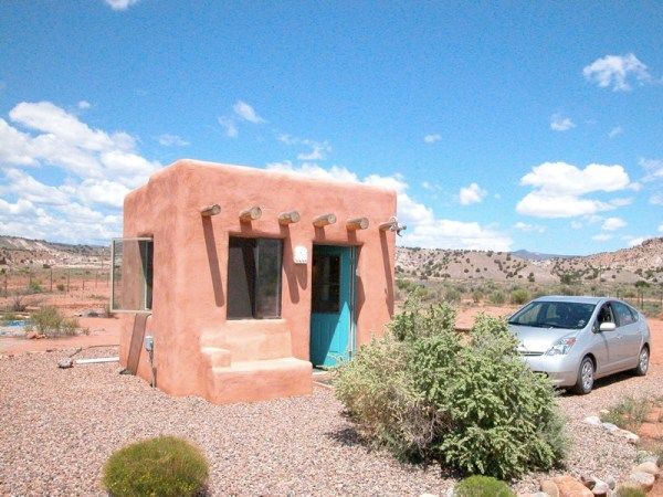 Tiny adobe casita for Mexican casita house plans