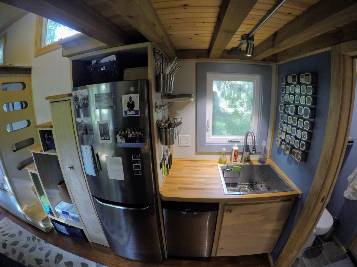 Austin heidi s tiny house creates contentment - Kitchen sinks austin tx ...