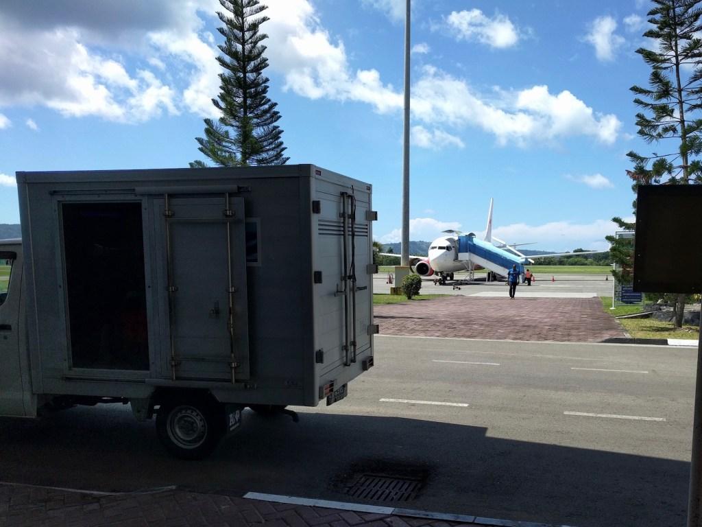lion air plane breakdown repair at ambon