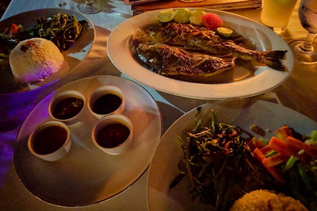 grilled fish dinner at zipp bar, gili air