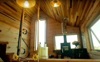 "Tiny House Big Living S7E6 – ""Artistic and Idyllic Tiny Escape"""
