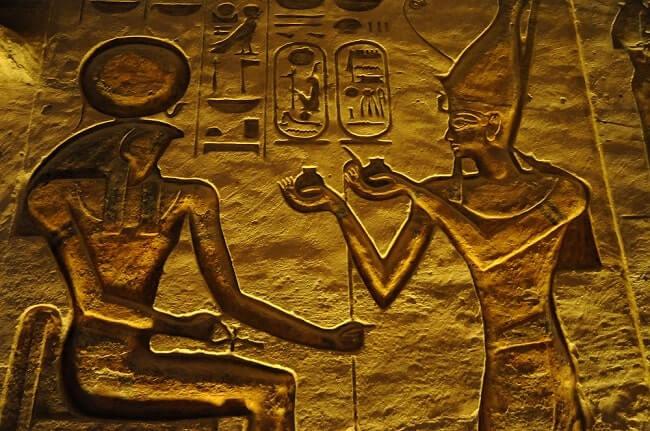 storia olio Nefertari-Abu-Simbel-Temple-of-Hathor-Inside-Relief