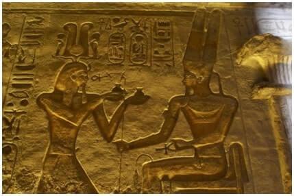 Ramses-II-offerta-a-dio-Amon.-Abu-Simbel