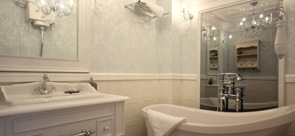 Badezimmer tapezieren  Tipps fr Tapeten und Vorbereitung  wwwTippsnet