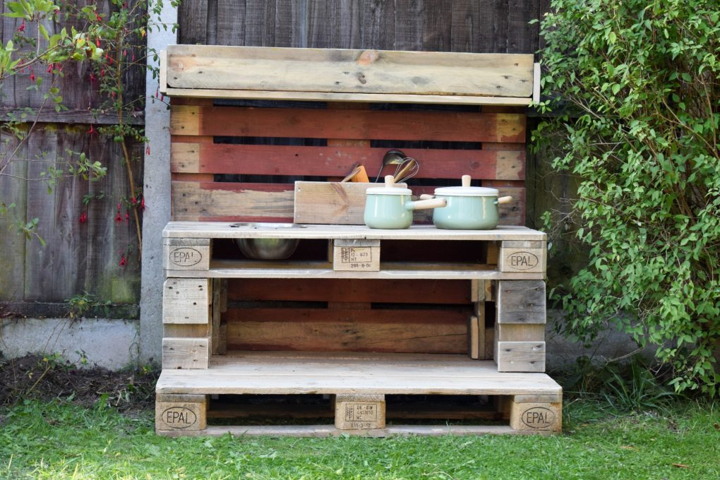 How To Make a Mud Kitchen - the completed kitchen