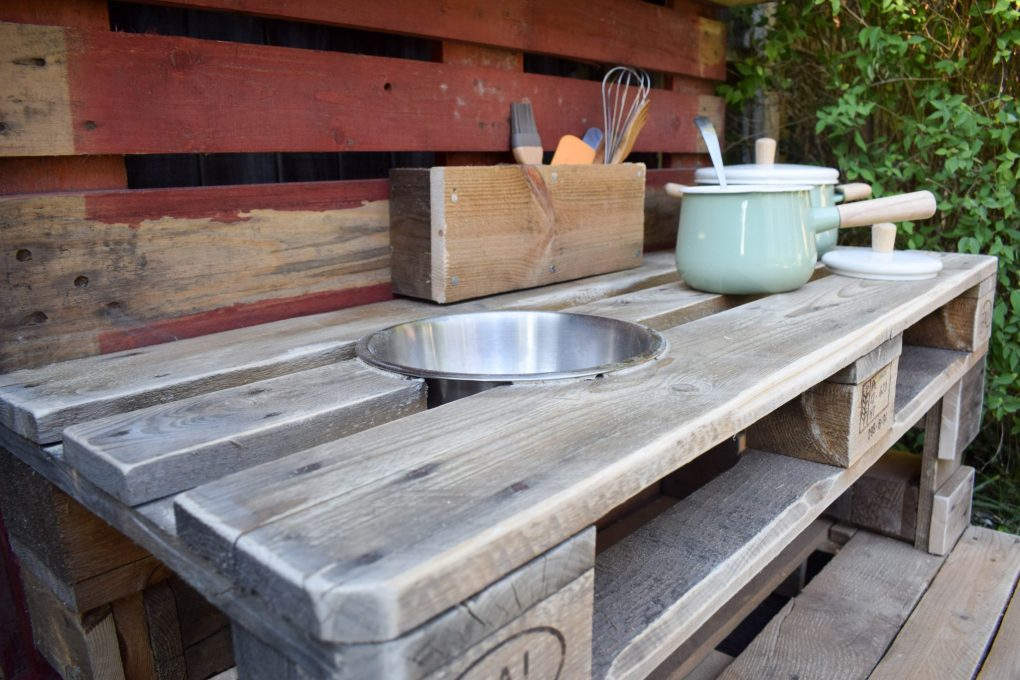 How To Make a Mud Kitchen - the end result