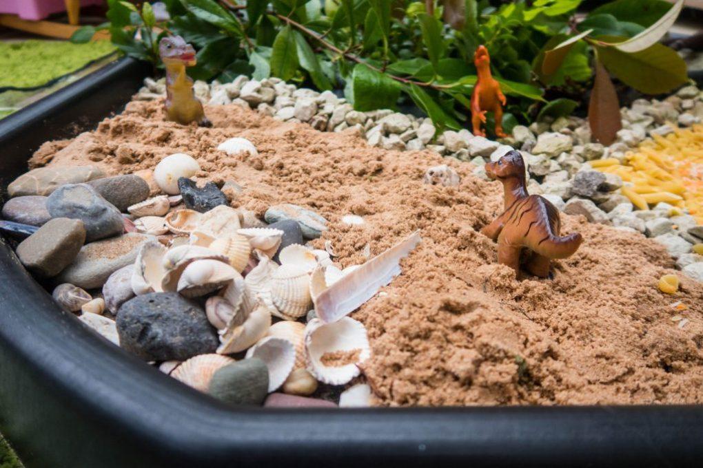 Dinosaur Crafts - dinosaur tuff tray