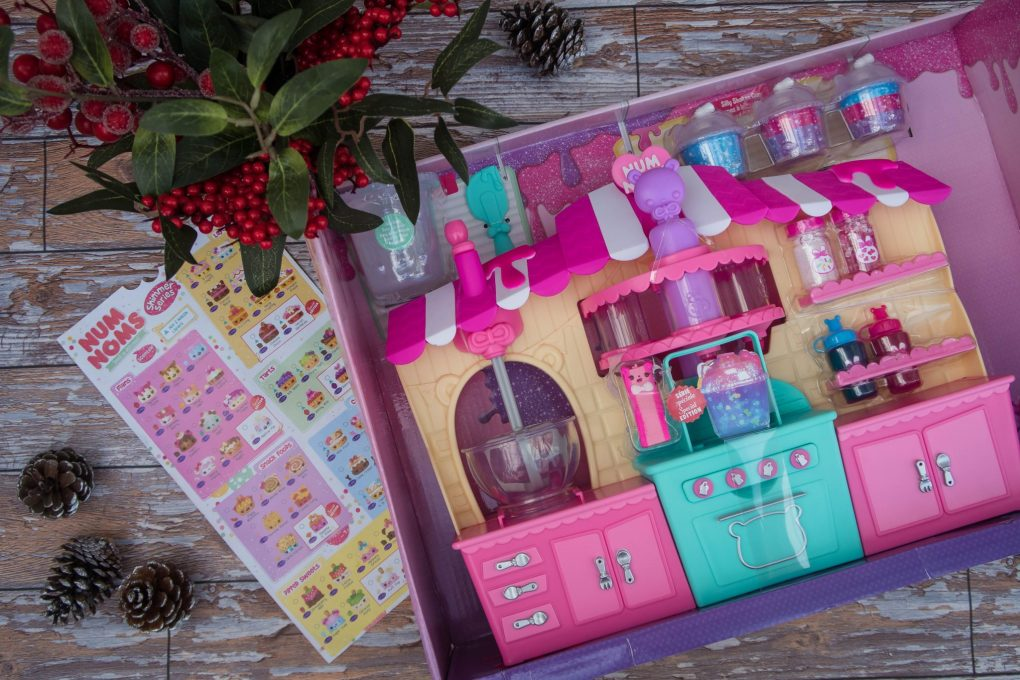 A Christmas Gift Guide for Little Ones - Num Noms Snackables Silly Shakes Maker