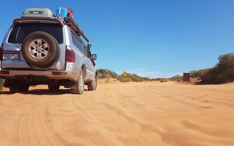 Peggy e la sabbia del Parco Nazionale Francois Peron di Shark Bay