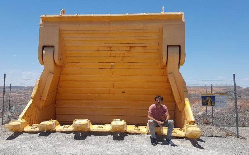 Benna di un escavatore gigante della miniera d'oro Super Hit a Kalgoorlie
