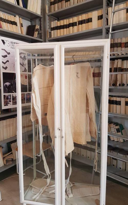 Camicie di forza all'interno del Museo dell'Ex Manicomio di Volterra