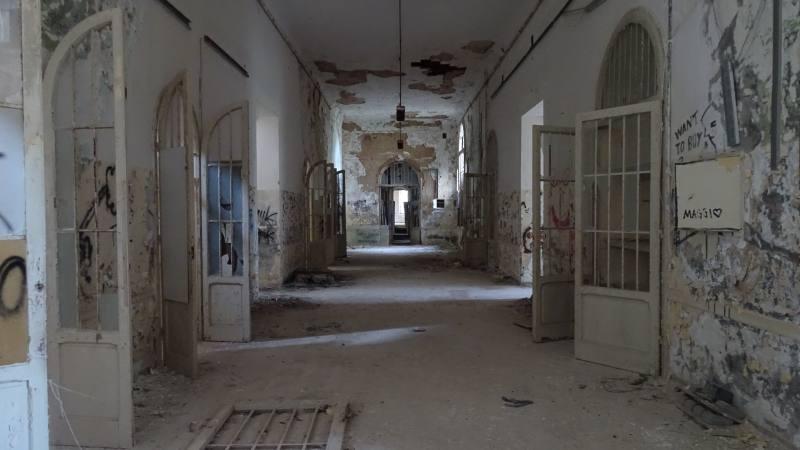Corridoio principale del Padiglione Charcot nell'ex manicomio di Volterra