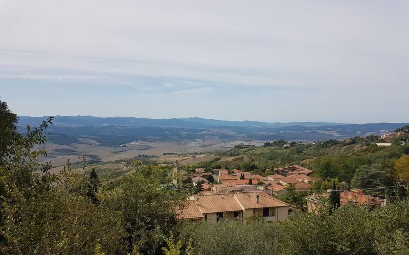 Vista del paesaggio dal Padiglione di Neurologia dell'Ex Manicomio di Volterra