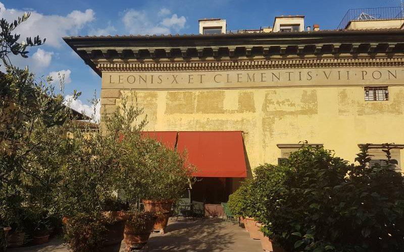 Facciata esterna del Palazzo Pandolfini, grazie alla visita di Guido Tour Sharing a Firenze