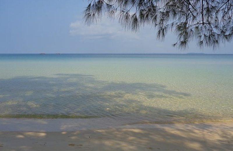 Spiaggia e mare di Koh Rong Samloem in Cambogia