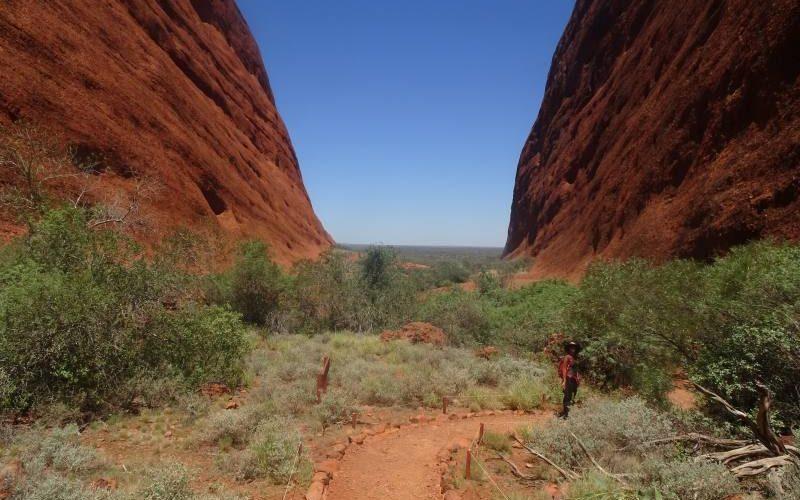 Percorso di trekking Walpa Gorge Walk, all'interno di Kata Tjuta (The Olgas) in Australia