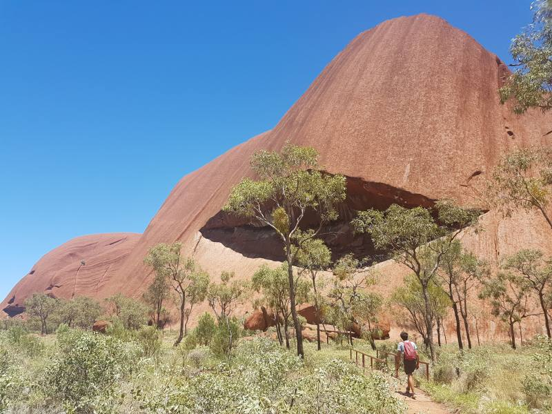 Percorso Base Walk intorno ad Uluru (Ayers Rock) in Australia