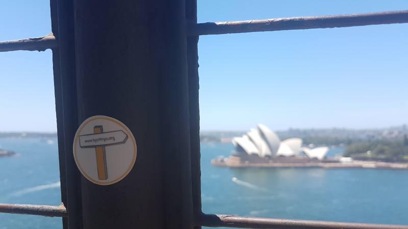 Adesivo Tips4tripS lungo l'Harbour Bridge con vista Opera House