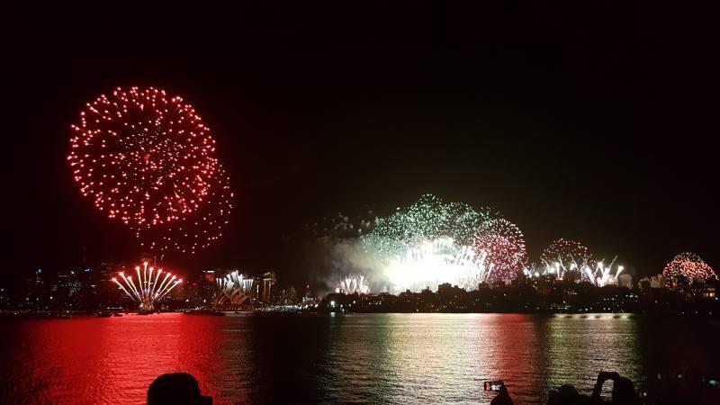 Spettacolo dei fuochi d'artificio durante il Capodanno di Sydney