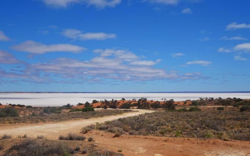 Punto panoramico sul lago di sale Kokatha lungo la Stuart Highway in South Australia