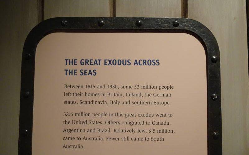 Foglio descrittivo del grande esodo in Australia nel museo Migration Museum di Adelaide
