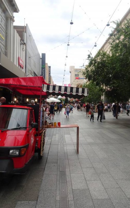 Via principale CBD Rundle Mall ad Adelaide in South Australia