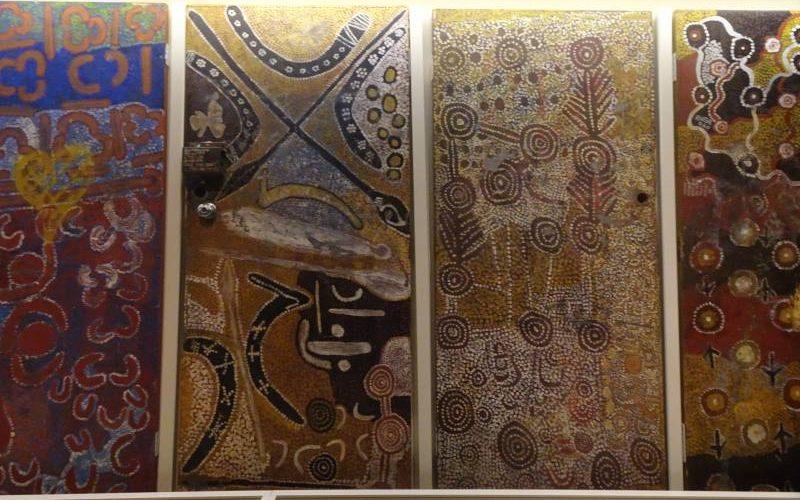 """Sala sull'arte aborigena del museo """"South Australia Museum"""" di Adelaide"""