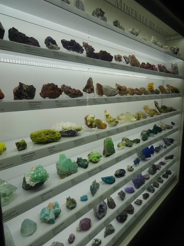 """Sala esposizione minerali d'Australia nel museo """"South Australia Museum"""" di Adelaide"""