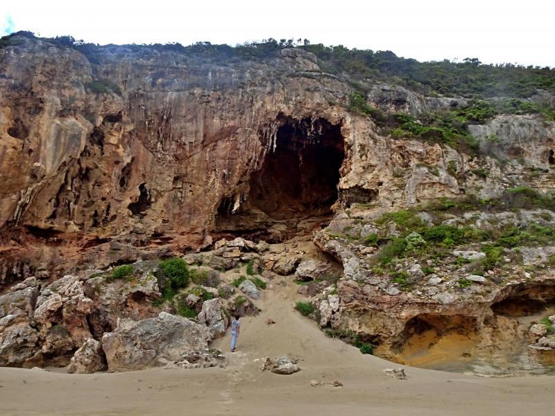 Caverna calcarea gigante spiaggia in fondo al trekking Ravine des Casoars su Kangaroo Islan