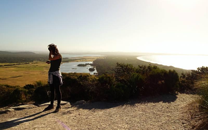 Punto panoramico alla fine del percorso Archers Knob nel Parco Nazionale Narawntapu nel Nord della Tasmania