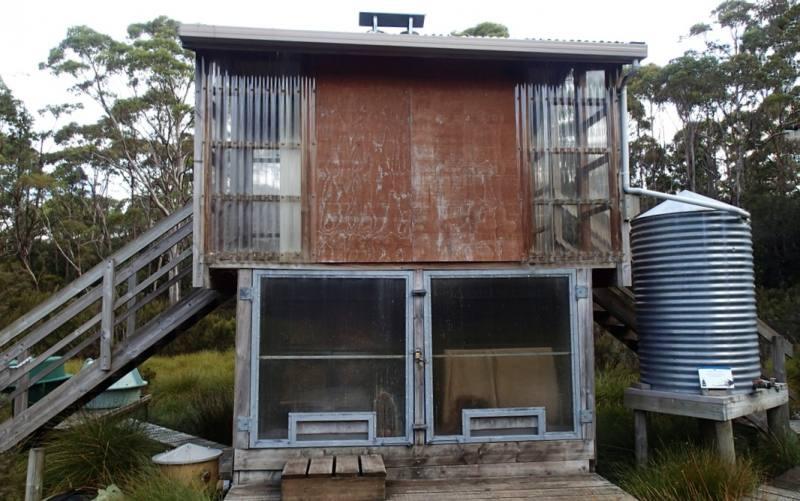 Esterno di un bagno compostante all'esterno dei rifugi dell'Overland Track in Australia