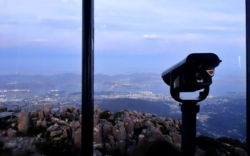 Vista di tutta la città dal punto panoramico del Mount Wellington (Kunanyi Lookout), luogo da vedere a Hobart
