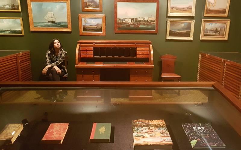 """Sala dei viaggi nella """"State Library"""" di Hobart in Tasmania"""