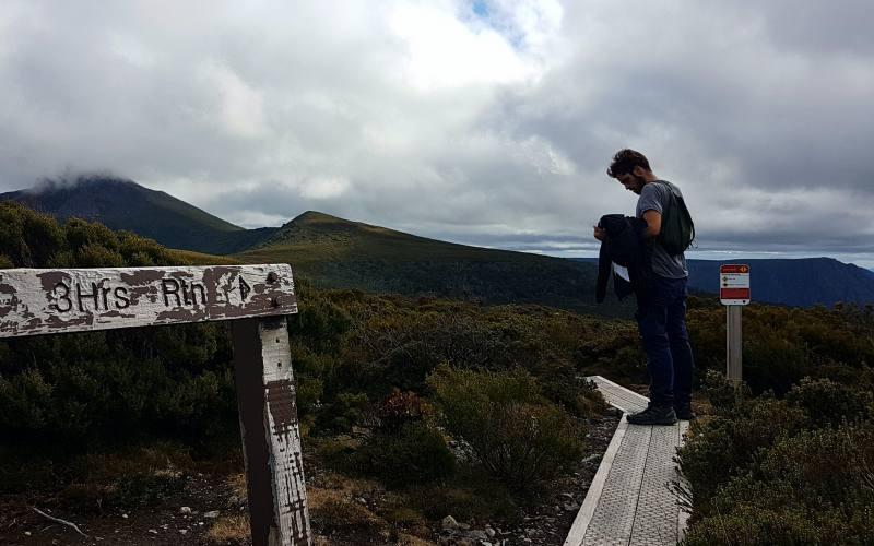 Salita alla cima di Barn Bluff durante l'Overland Track in Tasmania