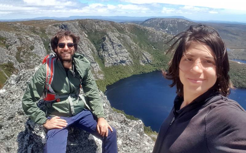 "Selfie dal punto panoramico Crater Peak di Cradle Mountain in Tasmania, durante percorso ""Horse Track"""