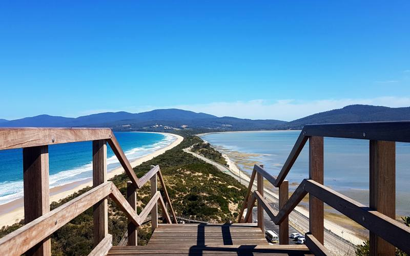 "Punto panoramico ""The Neck Lookout"" sul bellissimo istmo di Bruny Island in Tasmania"